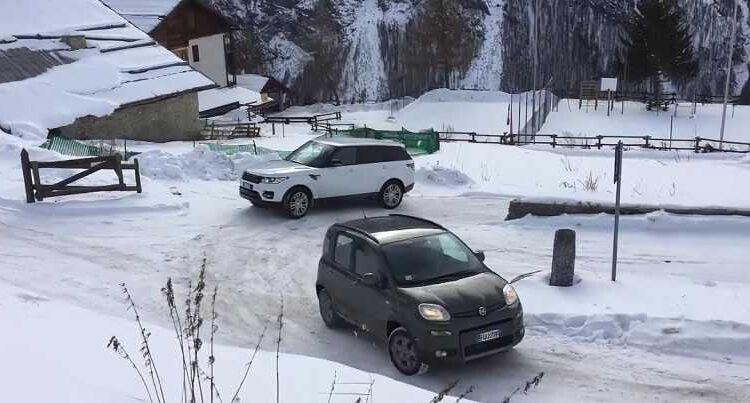 Το μικρό FIAT Panda βάζει τα γυαλιά σε ένα πανάκριβο SUV! [vid]