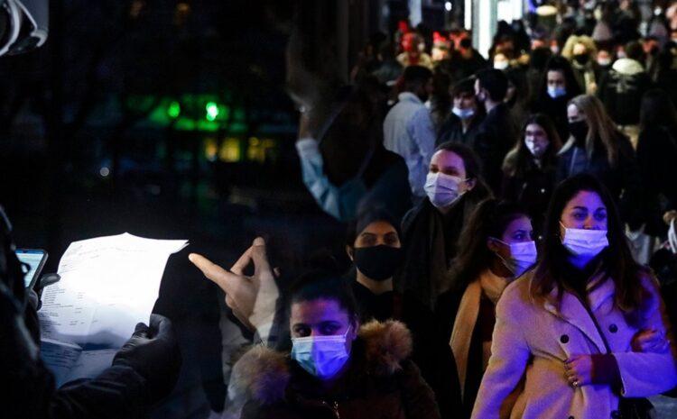 Κορονοϊός: Σε επιφυλακή για τη μεταδοτικότητα σε Αττική – Στο τραπέζι αυστηρό lockdown