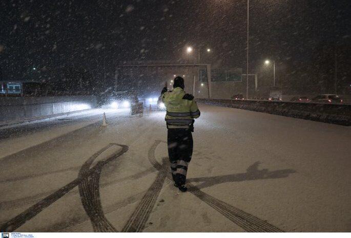 Καιρός – χιόνια: Φωτογραφίες από τη λευκή πολιορκία σε Αττική, Live η κακοκαιρία