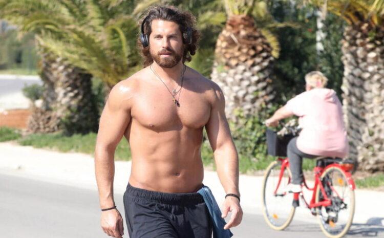 Νάσος Παπαργυρόπουλος: Έκανε roller skates ημίγυμνος στη Γλυφάδα